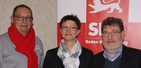 Gert-Heinz Koslowski (links) ist der neue Kassier des SPD-Kreisverbands Calw. Er tritt die Nachfolge von Richard Dipper an, der sich nach zwölf Jahren in der Vorstandsriege des Calwer SPD-Keisverbands als Kassier und Kreisverbandsvorsitzender künftig an anderer Stelle stärker engagieren wird. Was die SPD-Kreisvorsitzende Saskia Esken freut: Richard Dipper wird weiterhin dem Vorstand mit Rat und Tat zur Seite stehen und als einer von zwei Kassenprüfern auch weiterhin einen Blick auf die Finanzen haben: